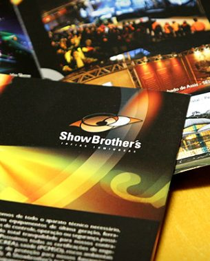 Showbrother's works in lighting, sound and structures, and its expertise was shown in the visual identity created by A.Companhia.