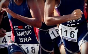 Carlos Eugênio, o Neném, é um dos treinadores de Triathlon mais respeitados no Brasil. Criamos a identidade visual e material de comunicação da Equipe CE+3.