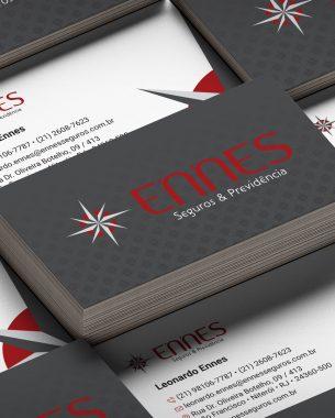 A Ennes Seguros contou com A.Companhia para projetar seu material de apresentação e papelaria.